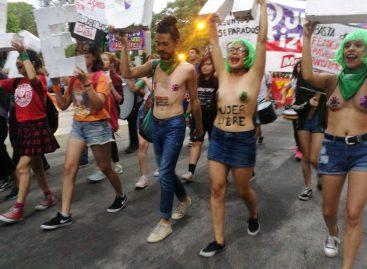 La Rioja tuvo su 'tetazo' contra la violencia contra la mujer