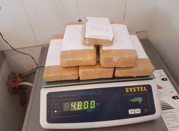 Secuestran varios kilos de droga y armas en un mega operativo policial
