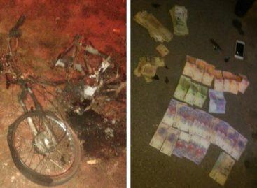 Vecinos indignados prendieron fuego la moto de ladrón