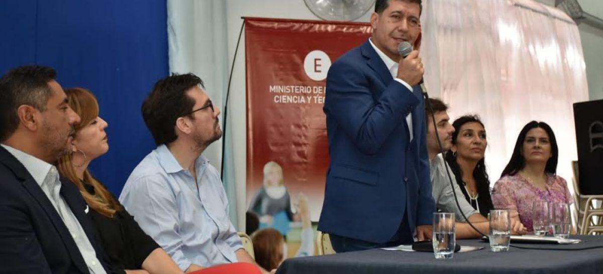 Sergio Casas garantizó kits escolares para 50 mil alumnos