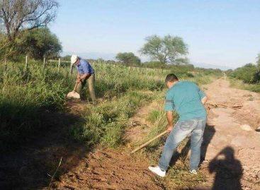 Docentes rurales arreglaron calle por falta de respuesta municipal