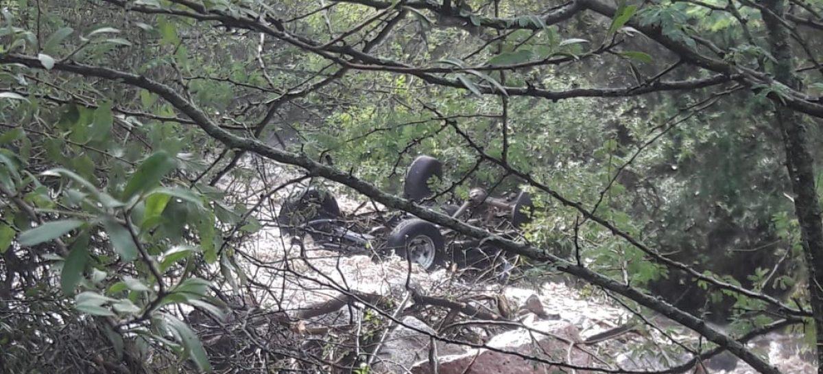 La furia de la naturaleza: creciente arrastró una camioneta