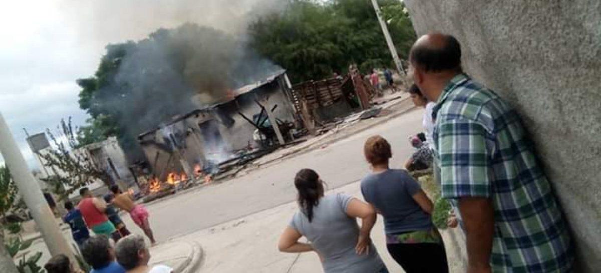 Vecinos indignados quemaron casa de acusado de abuso