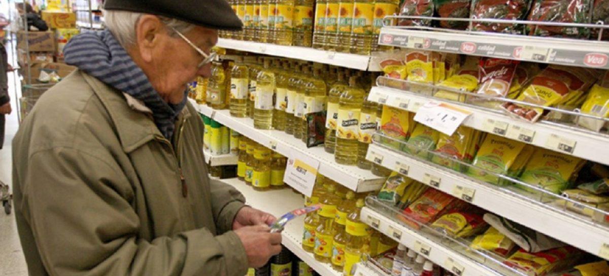 Jubilados ya no reciben el 15% de devolución de IVA en compras con débito