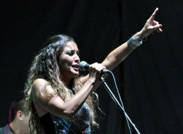 Fue detenida cantante riojana acusada de agredir policías