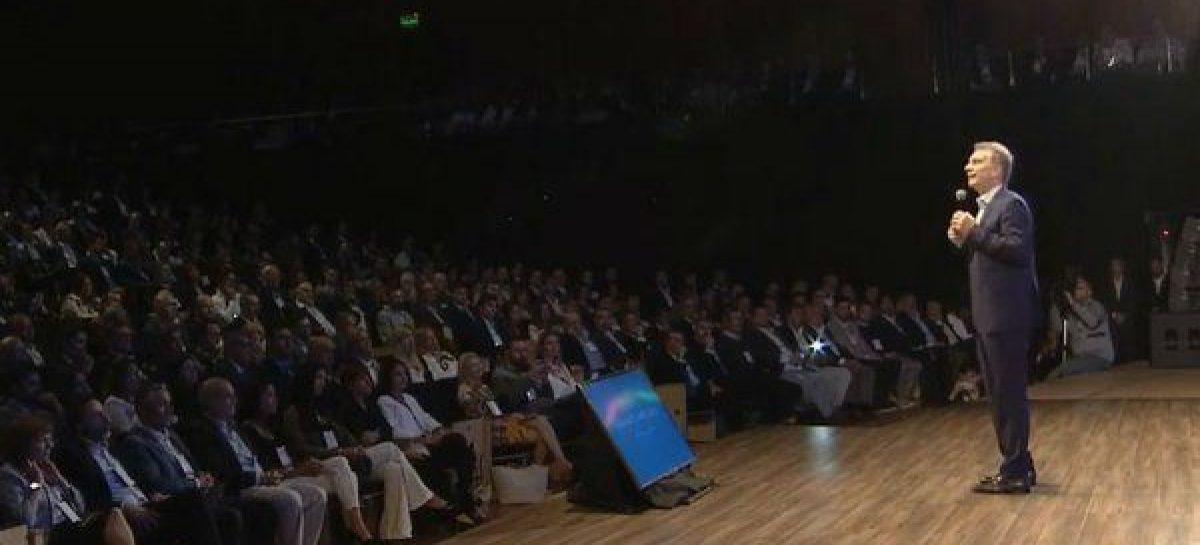 """Macri: """"hay que remarla un poco más, sin llorarla"""""""