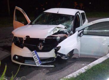 Estrelló su auto contra un poste frente al Parque de la Ciudad