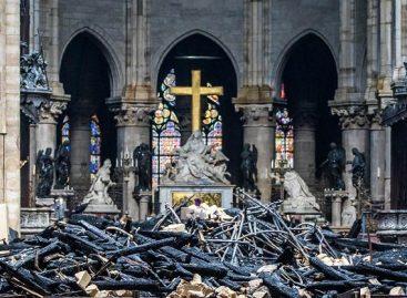 ¿Milagro? La cruz quedó intacta pese al voraz incendio en Notre Dame