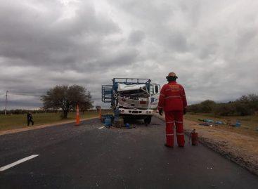 Chocaron dos camiones y no fue tragedia de milagro