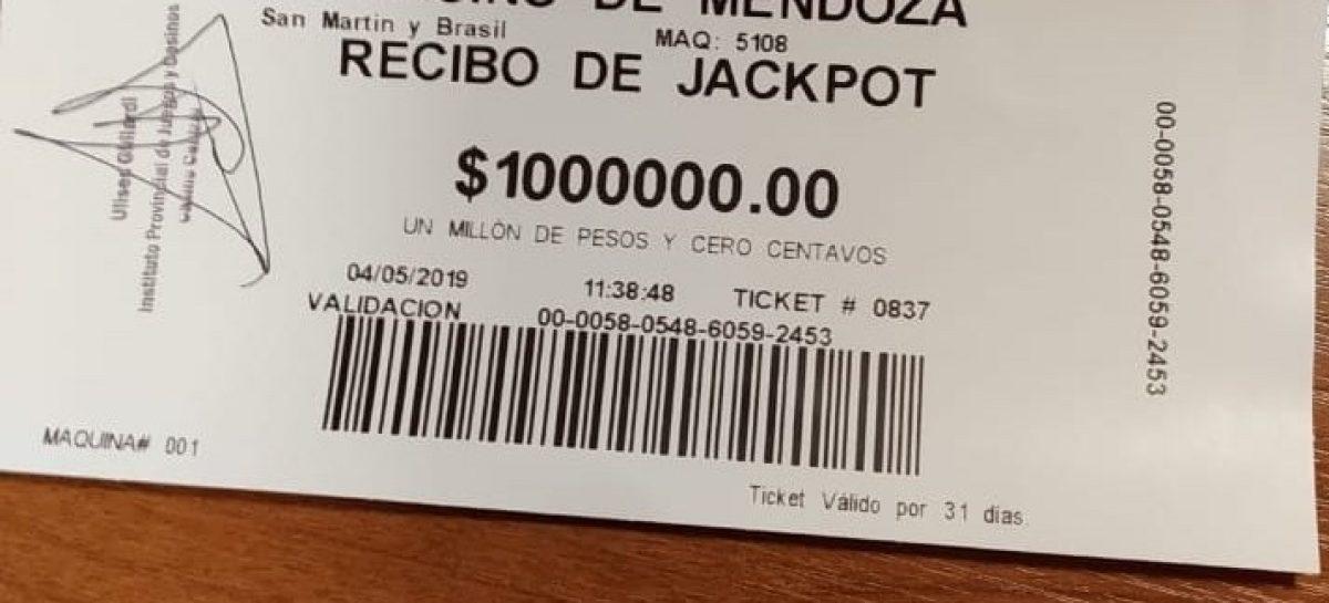Hizo negocio. Invirtió $5 y ganó $1.000.000 en un tragamonedas