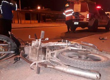Iba sin casco, cayó de su moto y murió de forma instantánea