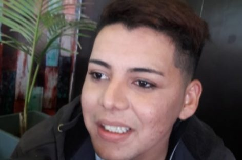 Es gay, pensó en suicidarse por la discriminación y hoy busca concientizar