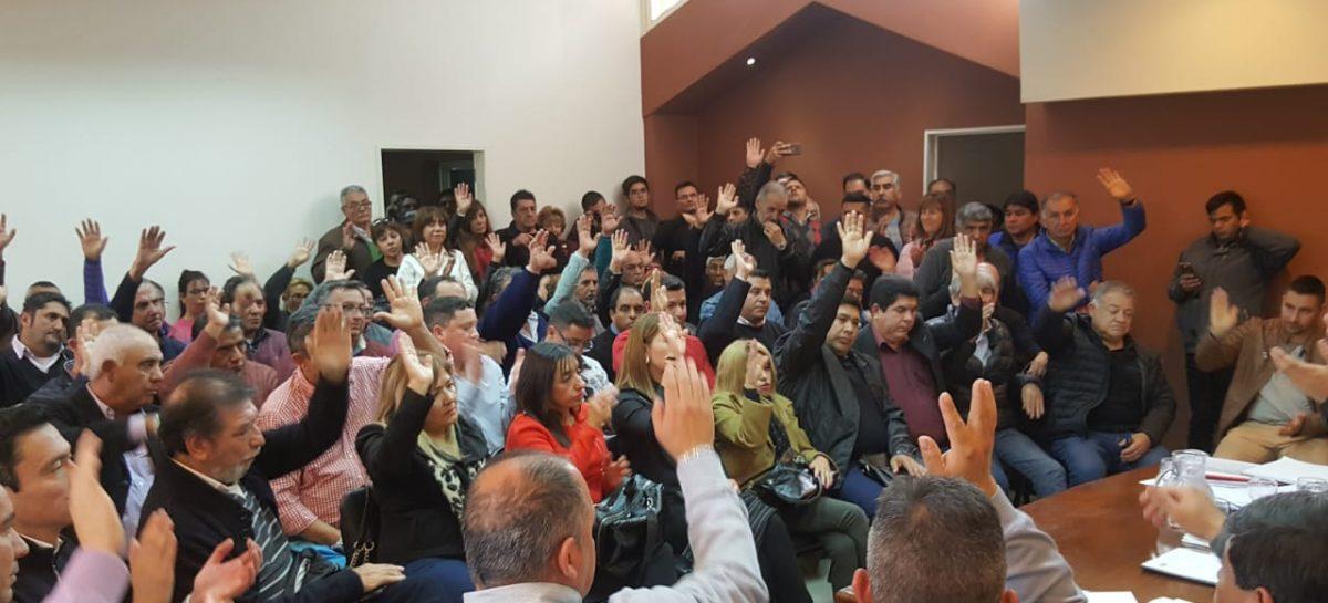 El PJ oficializó el 'Frente Patriótico' y su alineamiento a Fernández-Fernández