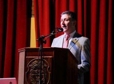Calderón busca pegar el salto de la UNLaR al Congreso