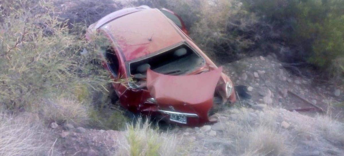 Dos jovenes sufrieron un terrible accidente rutero