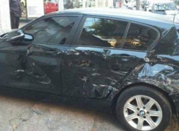 Una mujer descubrió a su marido con otra y le destrozó el auto