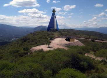 Un escultor riojano construye una virgen en 35 metros de altura