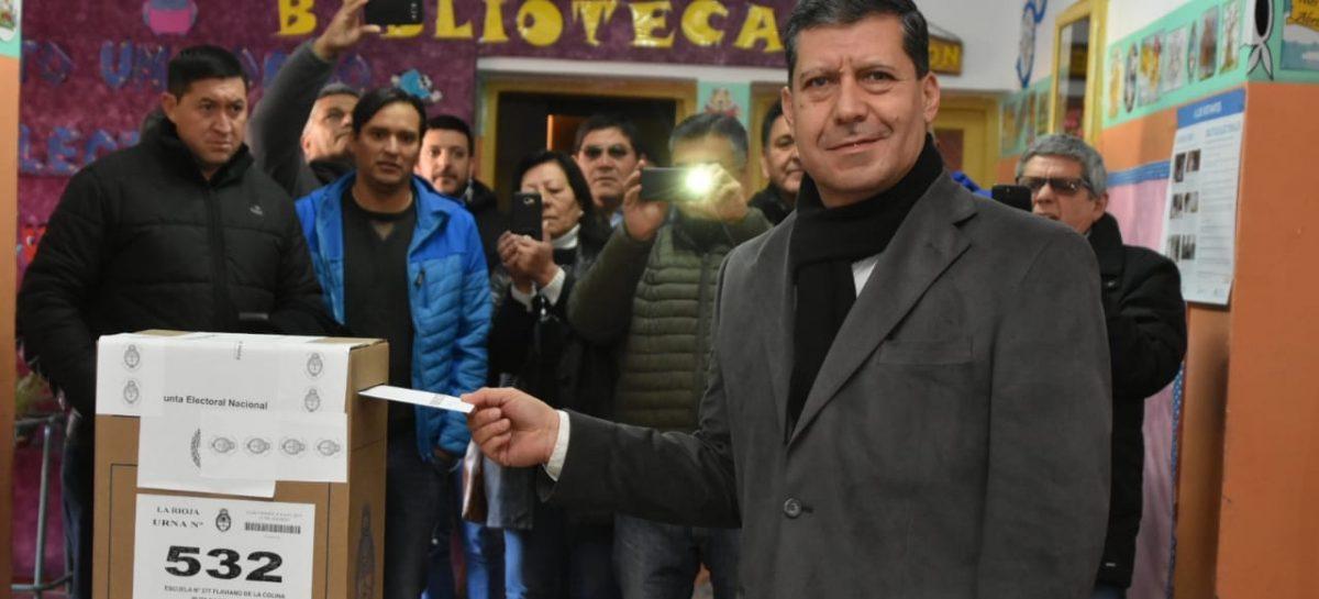 """Votó Sergio Casas: """"Ojalá comience a salir el sol para los argentinos"""""""