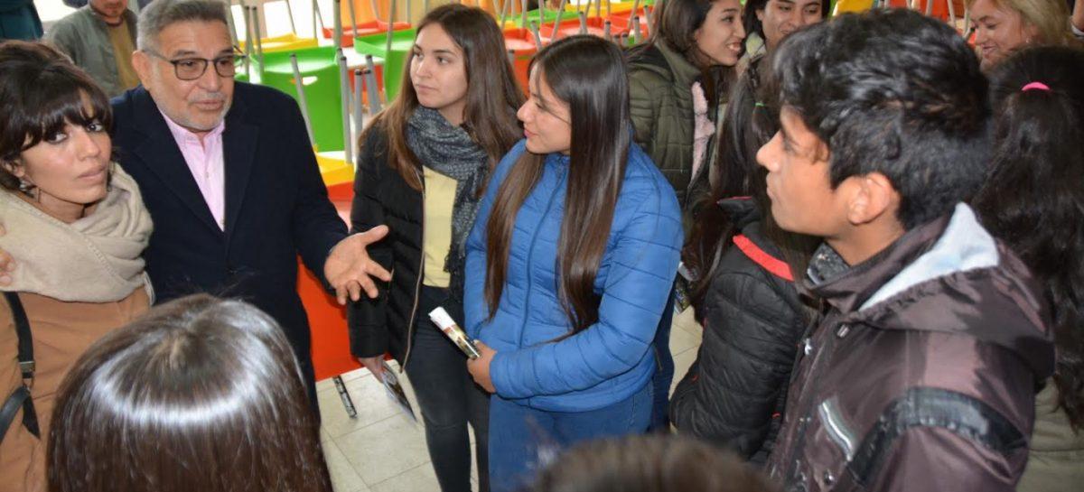 Beder pronosticó que la elección se polarizará entre candidatos peronistas