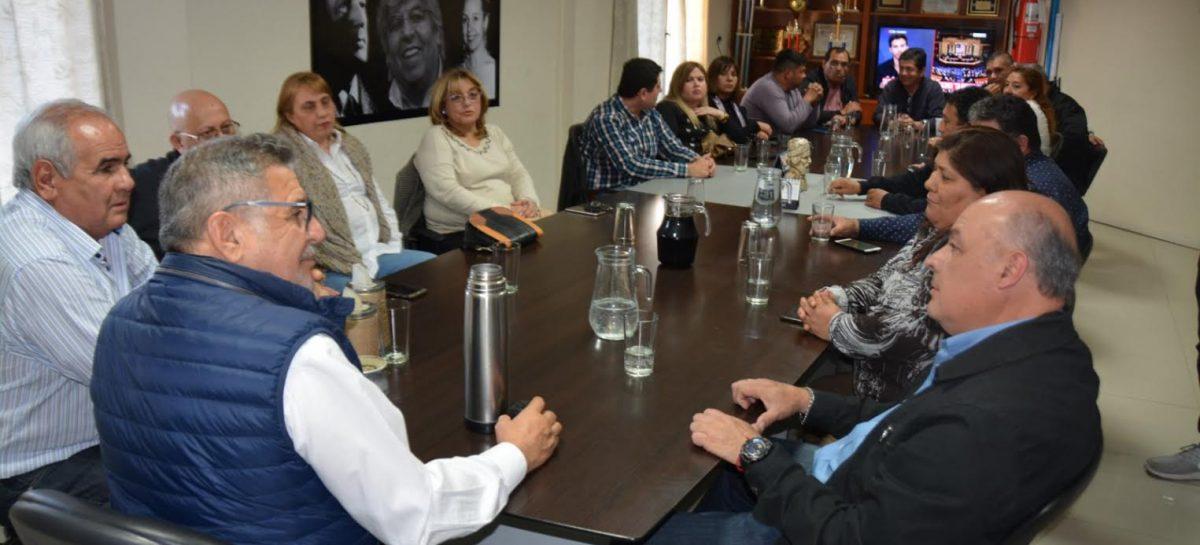 Beder no se baja: promesas a gremios y respaldo a CFK