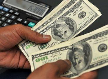 Volvió el cepo al dólar. Macri restringió la compra a 10 mil al mes