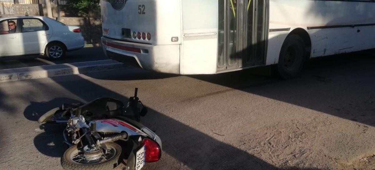 Manejaba una moto con 14 años, chocó y sufrió una amputación