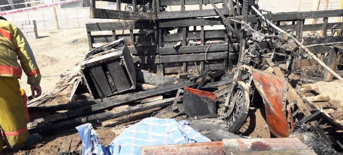 Se incendió una casilla en un asentamiento y murió un joven
