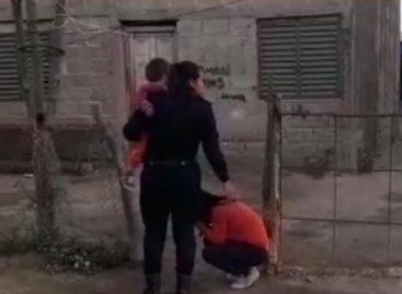 Triste. Una mujer intentó suicidarse con su hijo de dos años en brazos