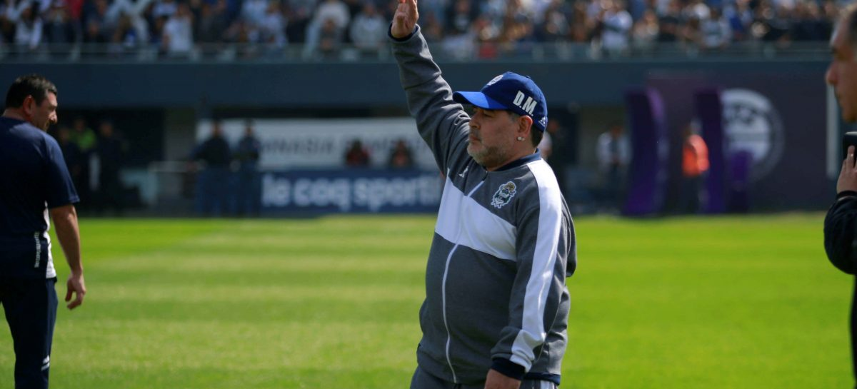 Maradona dejó de ser el DT de Gimnasia