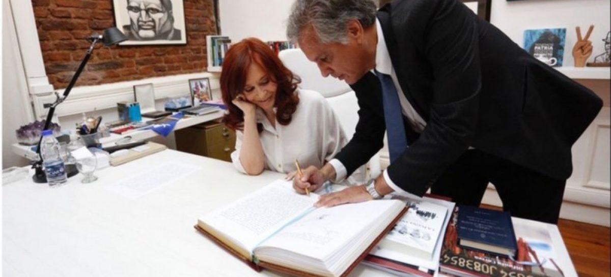 CFK, a cargo del gobierno nacional por viaje de Alberto
