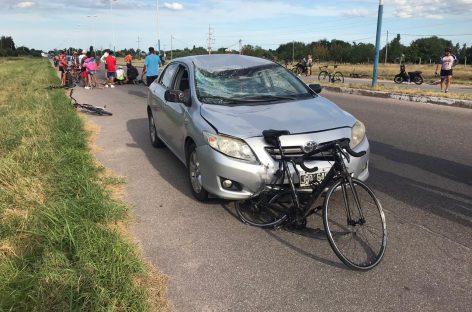 Ciclista atropellado en Circunvalación lucha por su vida
