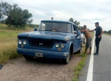Conductor ebrio atacó a policías con un machete