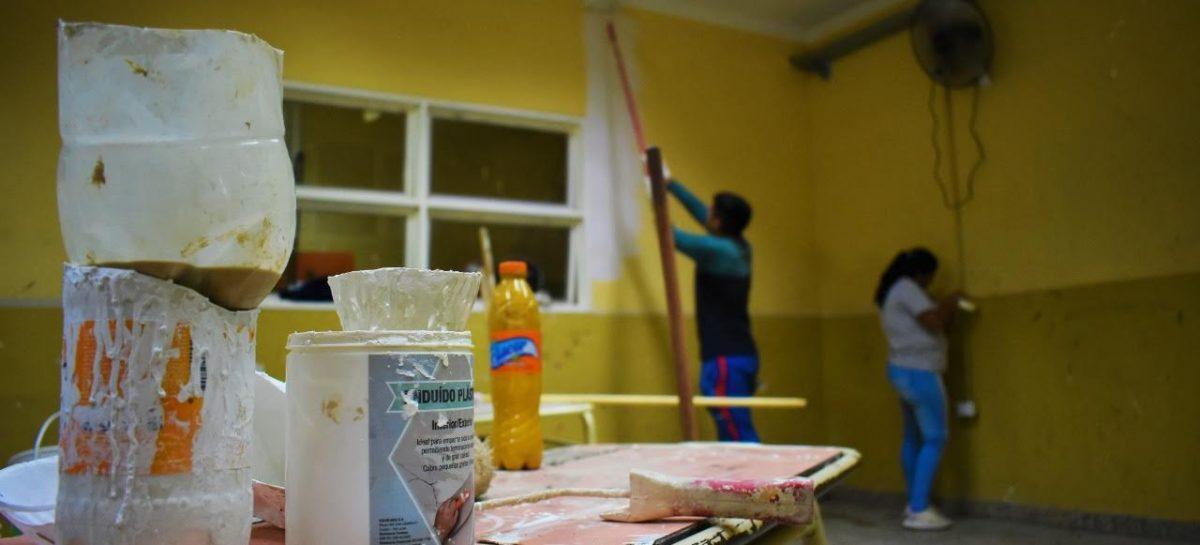 $8500 extra para beneficiarios de planes que refaccionen escuelas