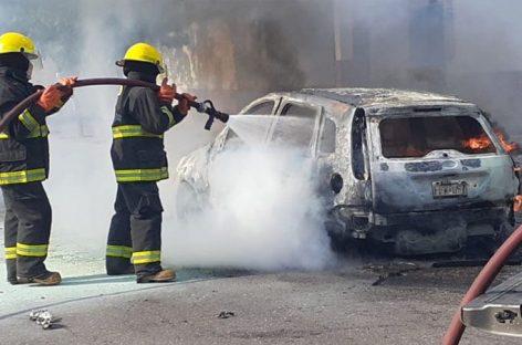 Un desperfecto mecánico provocó un incendio y destruyó su auto