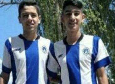 Dos adolescentes murieron al chocar su moto contra un poste