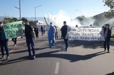 EL SECTOR DE LA SALUD PROTESTÓ UNIDO EN RECLAMO DE AUMENTO SALARIAL