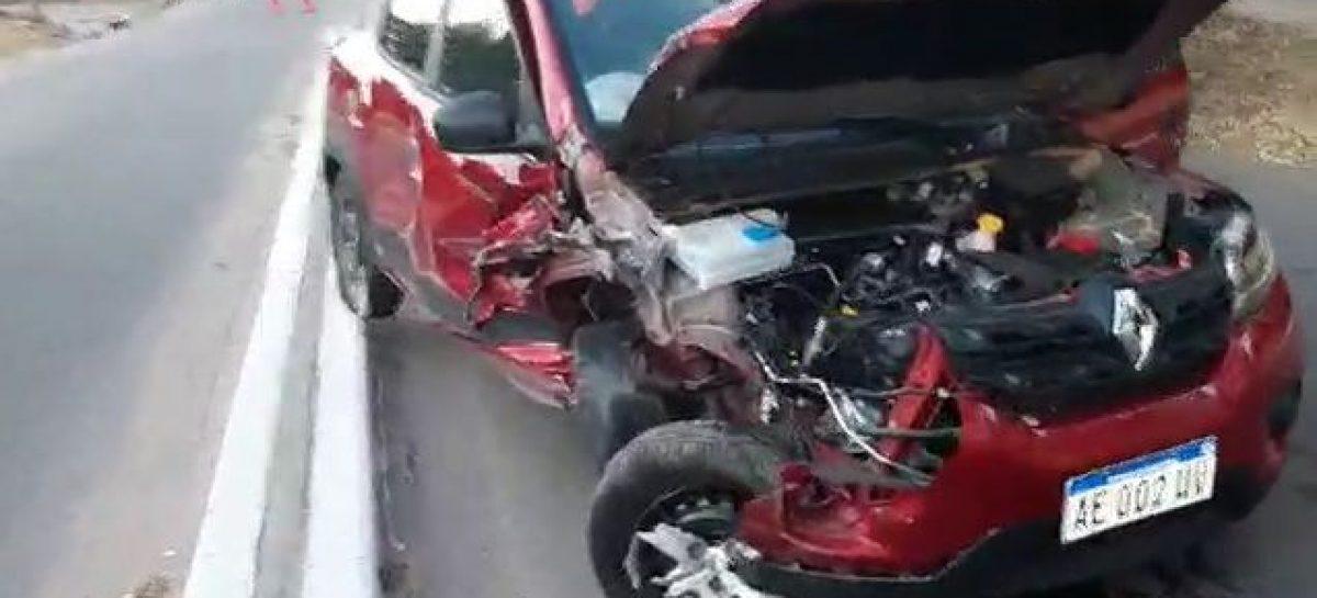 ENTRÓ EN UNA CALLE EN CONTRAMANO Y CHOCÓ VIOLENTAMENTE CON OTRO AUTO