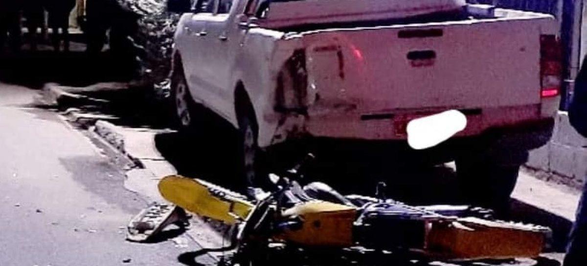 MOTOCICLISTA EMBISTIÓ CAMIONETA ESTACIONADA: MURIÓ