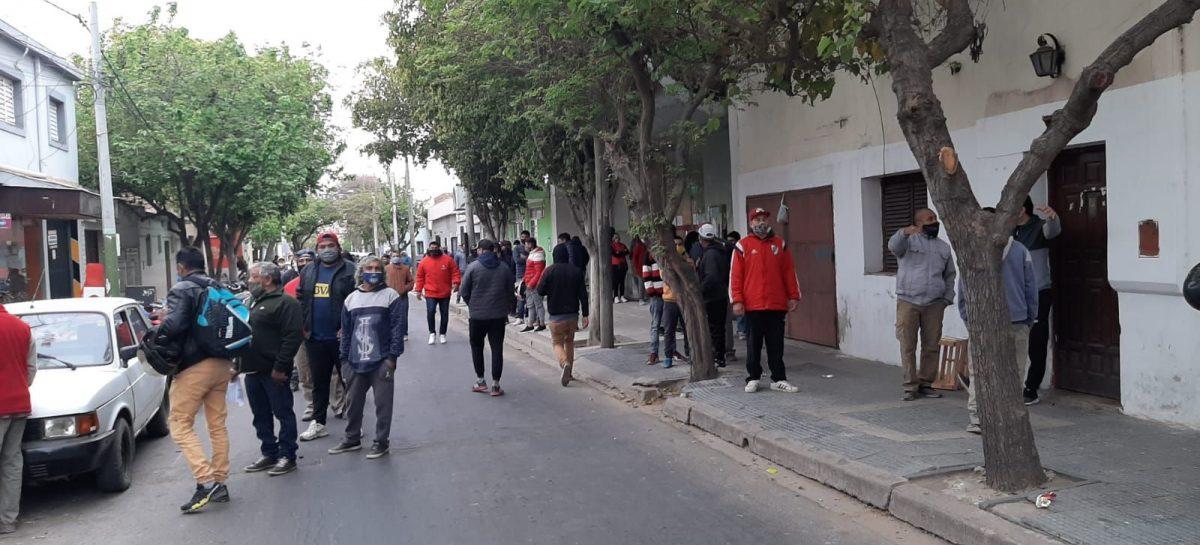 UN SECTOR DE  TRABAJADORES DE LA UOCRA COBRARON SUBSIDIO DE $7.000