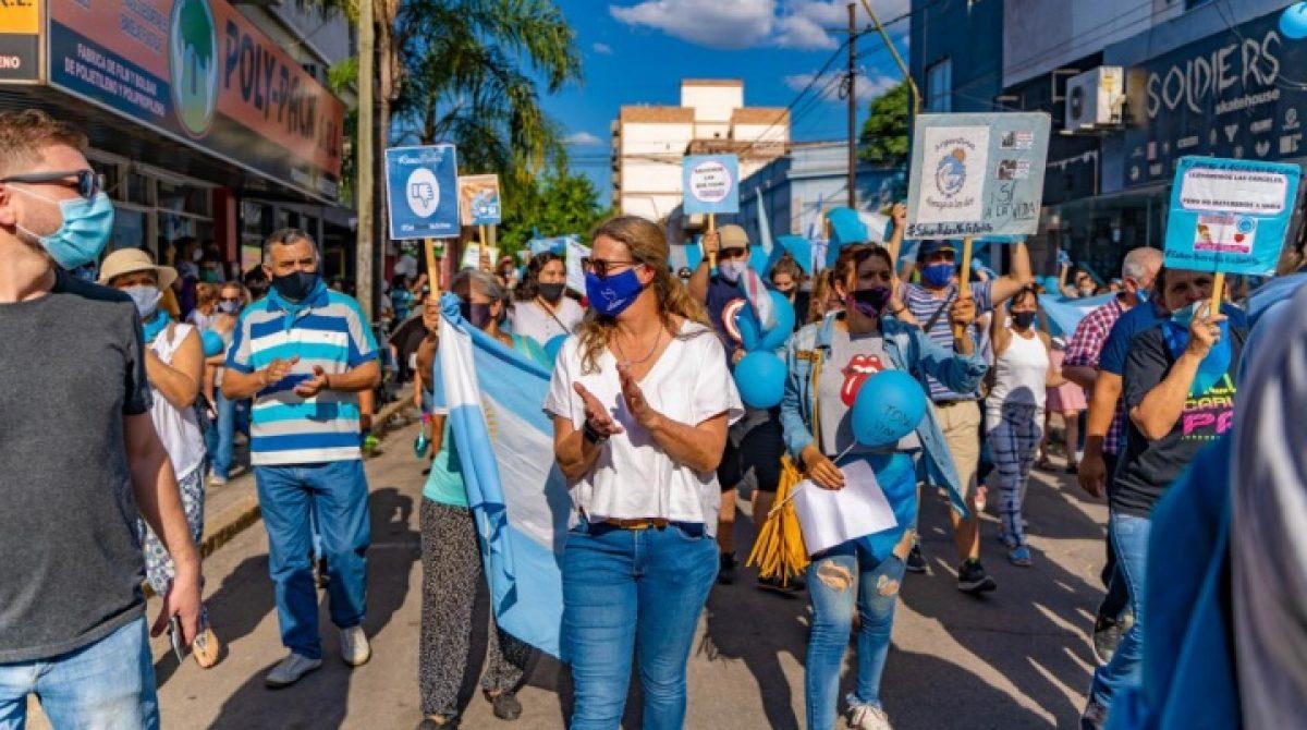 LA RIOJA TUVO SU MARCHA CELESTE CONTRA LA LEGALIZACIÓN DEL ABORTO