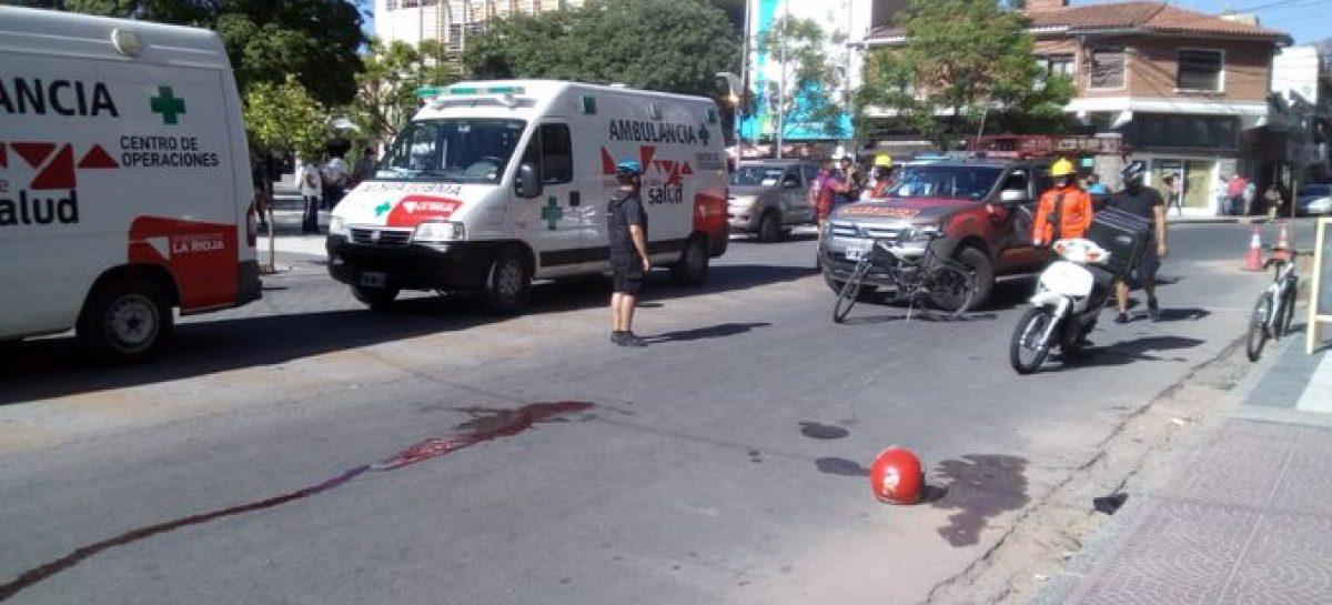 MUJER CON GRAVES LESIONES TRAS SER EMBESTIDA POR UN MOTOCICLISTA