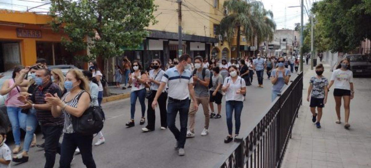 """PADRES SE MOVILIZARON RECLAMANDO CLASES PRESENCIALES: """"ES INDISPENSABLE"""""""
