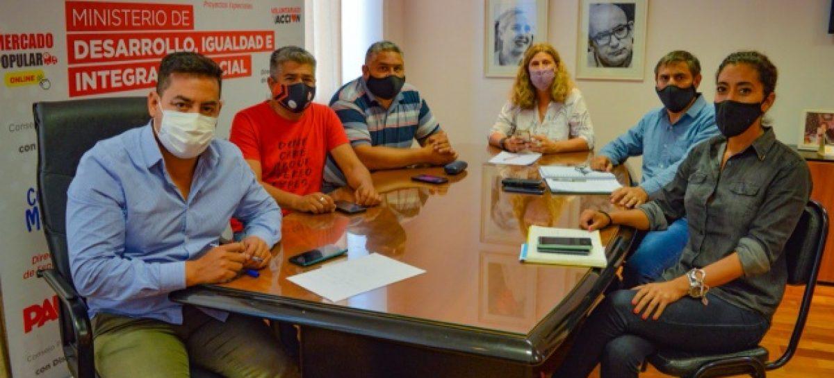 LA 'CASA DE LAS TEJAS' SALE A ARREGLAR CALLES EN BARRIOS Y ASENTAMIENTOS