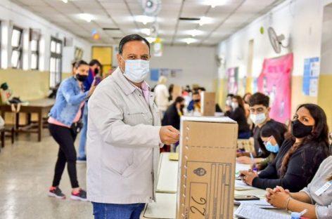 """PASO. VOTÓ EL GOBERNADOR  QUINTELA Y PIDIÓ POR UNA JORNADA """"DEMOCRÁTICA"""""""